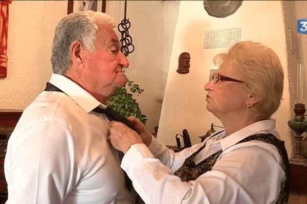 Josiane et Serge sont mariés depuis 50 ans. Aujourd'hui ils sont à l'honneur : la ville d'Arles célèbre les noces d'or. Une tradition qui dure....