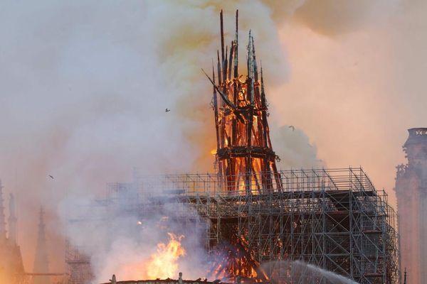 La flèche de Notre-Dame s'est effondrée après l'incendie qui a ravagé la cathédrale le 15 avril 2019. Photo AFP