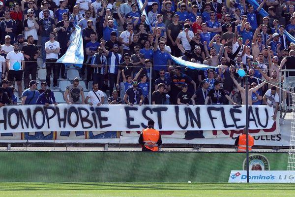 Une partie de la banderole polémique déployée le 20 avril dernier lors du match entre le GF 38 et le RC Lens