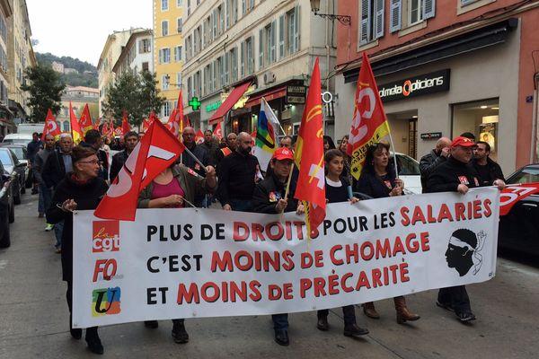 Le cortège mené par les syndicalistes dans les rues de Bastia, le 31 mars 2016.
