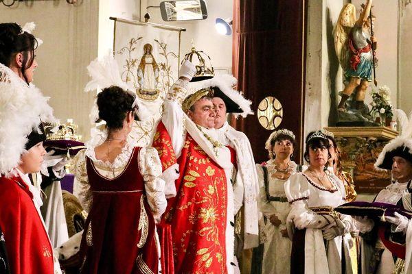 Pour clôturer les célébrations du 250e anniversaire de la naissance de Napoléon, l'office du tourisme d'Ajaccio a organisé la reconstitution du sacre de l'empereur, à l'église Saint-Roch.