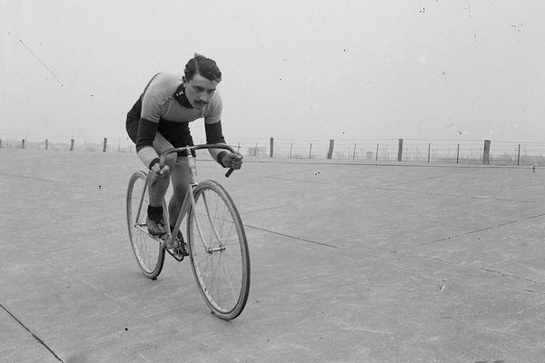 Petit-Breton, double vainqueur du Tour, mais aussi pilote d'avion ou photographe