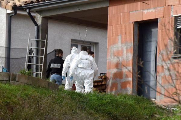 Perquisition au domicile de Delphine Jubillar à Cagnac-les-Mines dans le Tarn, menée par les enquêteurs et la police scientifique.