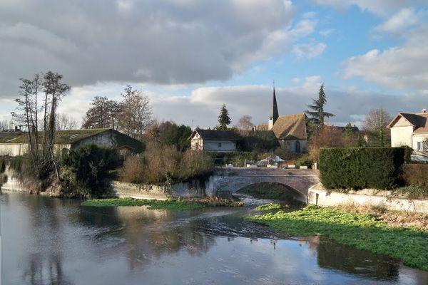 Couleurs d'automne ce SAMEDI entre nuages et soleil à Croth, au bord de l'Eure.