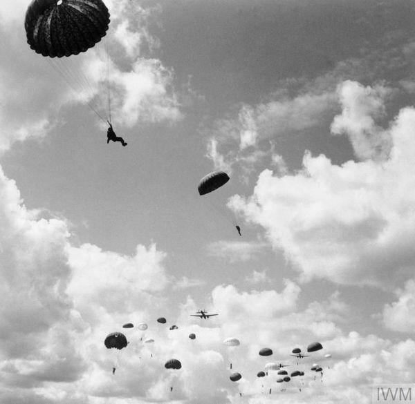 Entraînement de parachutistes sur la base de Ringway en août 1942.