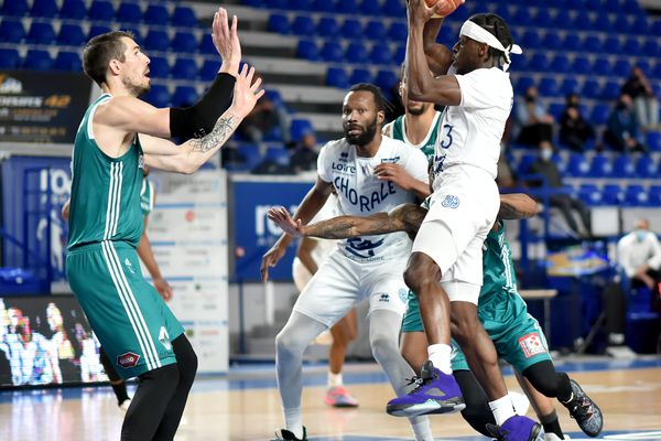 Match de basket de Jeep Elite Chorale de Roanne VS Pau-Lacq-Orthez à la Halle des Sports André Vacheresse. Sylvain Francisco