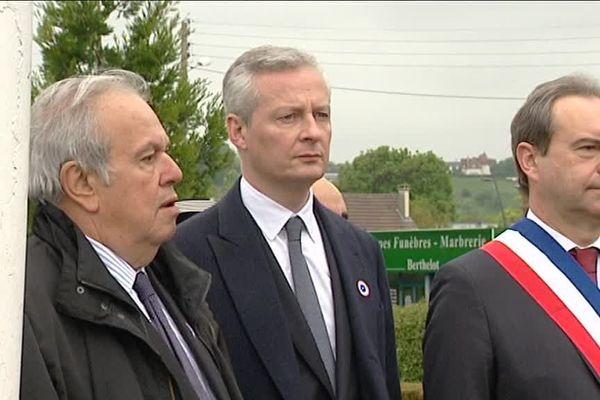 Photo : Jean-Louis Destans (à gauche) aux cérémonies du 8 mai 2017 d'Evreux, aux côtés de Bruno Le Maire et de Guy Lefrand.