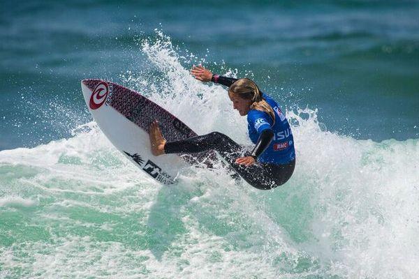 Pauline Ado vainqueur de la Coupe de France de Surf à Bidart