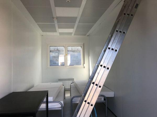 """certaines chambres ont des fenêtres, mais pas beaucoup de """"chaleur"""" humaine"""