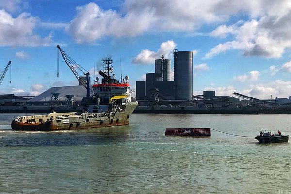 La Rochelle - Le premier container du Grande America remorqué depuis la haute mer est arrivé au port de La Pallice - 19 mars 2019.