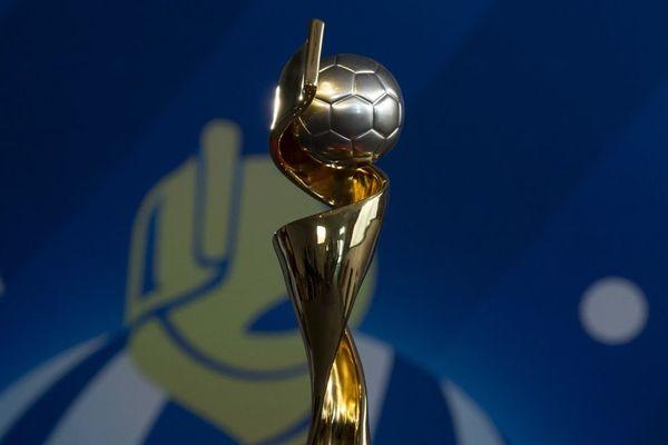 Le trophée qui récompensera l'équipe vainqueur le 7 juillet à Lyon