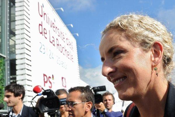 Delphine Batho, tout sourire, à l'université du PS à La Rochelle