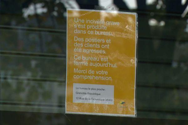 Le bureau de poste de Grenoble Chavrant est fermé au moins pour la journée, suite à une grave agression.