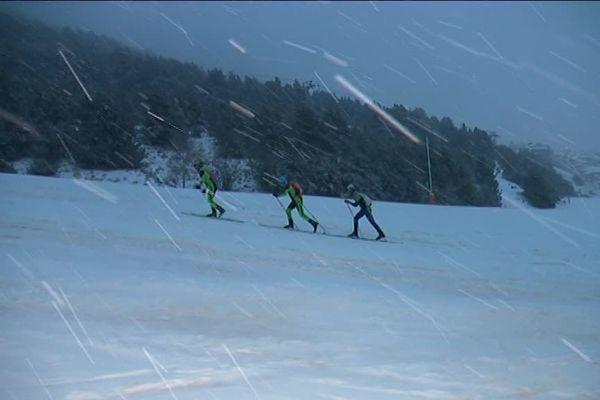 80 participants dont 13 femmes sont partis avant le lever du jour pour disputer la 30ème trace catalane, ce dimanche aux Angles, dans les P.O. 10 ou 20 km de grimpette selon le niveau des skieurs dans un décor de montagne enneigée.