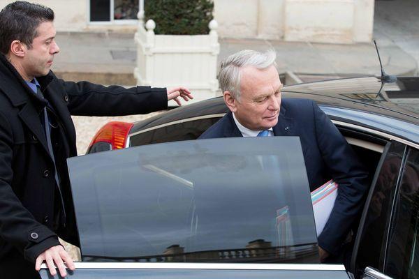 Le Premier Ministre Jean Marc AYRAULT sortant du Conseil des Ministres, ce vendredi 3 janvier