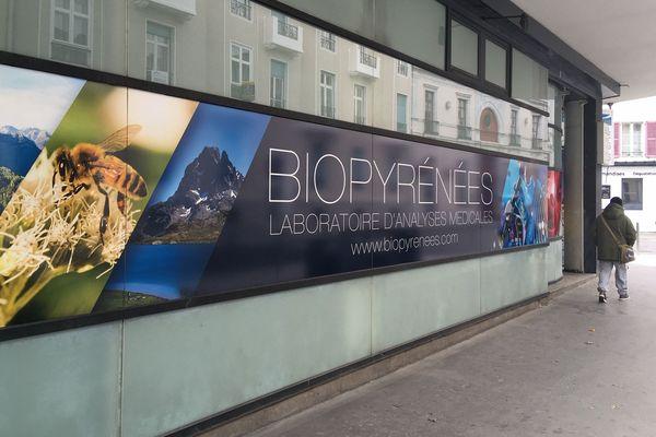 C'est ce laboratoire, Biopyrénées, qui produit les tests, en collaboration avec l'hôpital de Pau