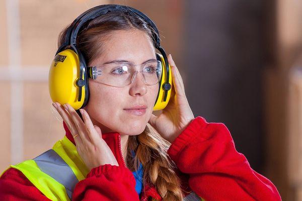Les secteurs du BTP et de l'industrie s'ouvrent de plus en plus aux femmes.