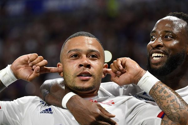 Memphis Depay et Moussa Dembele lors de la rencontre OL - Angers au Groupama Stadium (16/8/19)