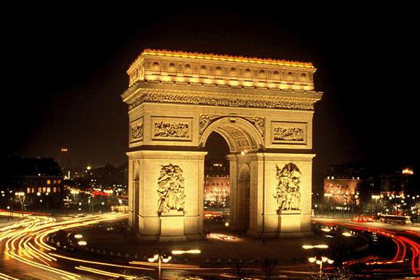 Pour la centième édition du Tour de France, les cyclistes feront 10 fois le tour de l'Arc de Triomphe.