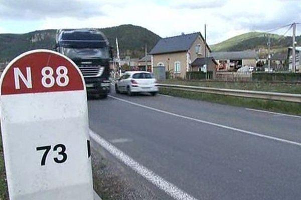 La route nationale 88, toujours pas transformée en 2X2 voies, dessert notamment Albi, Rodez et Mende.
