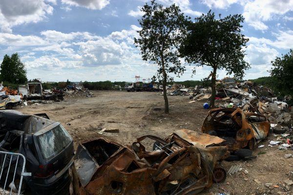 Dans la quartier de la Neustrie à Bouguenais, des familles Roms vivaient dans des conditions d'extrême précarité, un incendie y a fait deux blessés graves le 23 avril 2021