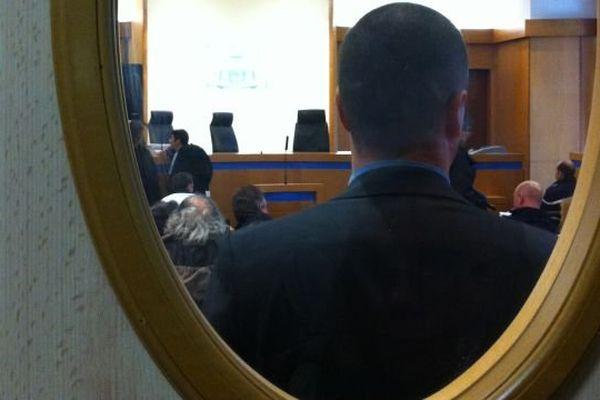 Au tribunal de Grande Instance d'Argentan, le débat porte sur les 1800 tonnes de déchets déversés par GDE les 22 et 23 octobre 2013, juste avant le blocage de son centre de Nonant par les opposants