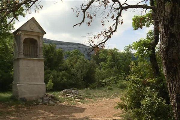 Un sentier au cœur du massif de la Sainte-Baume.