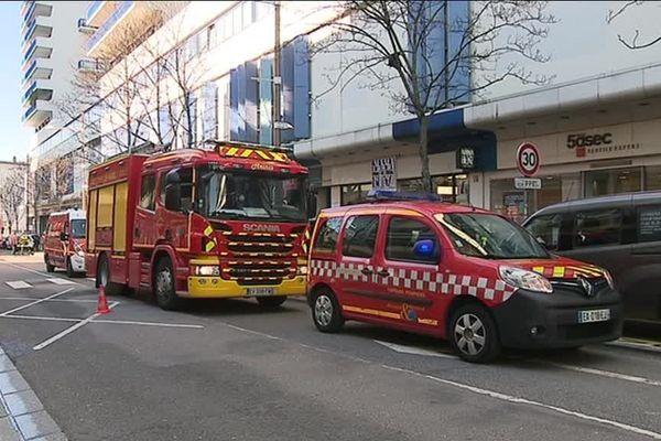 Incendie au 7e étage d'une tour au centre ville de Nancy en face du centre commercial Saint-Sébastien