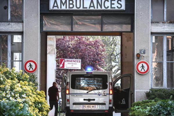 Le nombre d'hospitalisations pour Covid-19 oscille ainsi à moins d'une dizaine de personnes par jour en moyenne. Il était d'une centaine par jour au plus fort de la crise.