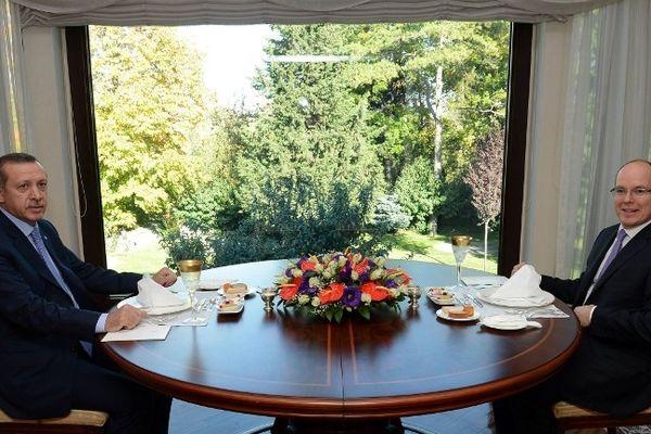 Le Prince Albert II de Monaco a entamé hier à Ankara une visite officielle de deux jours en Turquie.
