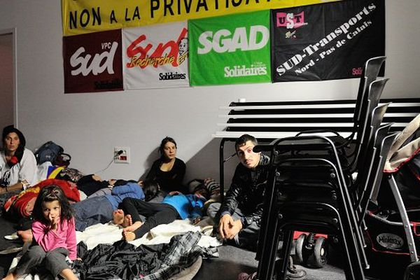 Familles roms à la bourse du travail de Lille, le 28 octobre.