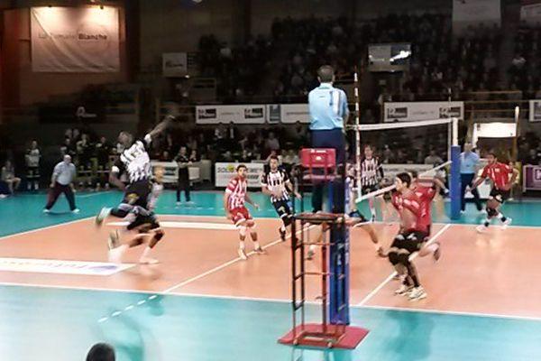 Poitiers s'est imposé de justesse face à Lyon, 3 sets à 2.