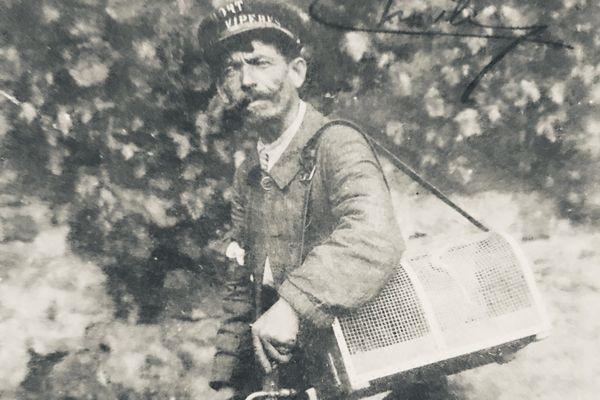 De retour de la chasse aux vipères pour Jean Serpent, figure de Clermont-Ferrand à la fin du XIXème et début du siècle dernier.