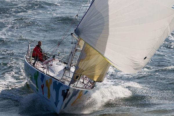 Yann Eliès à bord de son bateau