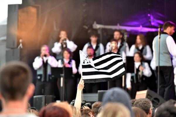 Le bagad de Vannes au festival La Nuit des Etoiles à Tréflez dans le Finistère en août 2018.
