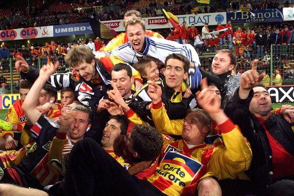 La joie des Calaisiens en demi-finale de la Coupe de France 2000 face à Bordeaux à Bollaert