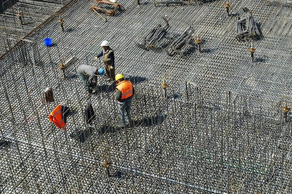 Comment mettre en place les gestes barrières sur un chantier ? Photo d'illustration.