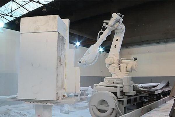 Un robot utilisé par certains carnavaliers pour fabriquer les chars du carnaval.