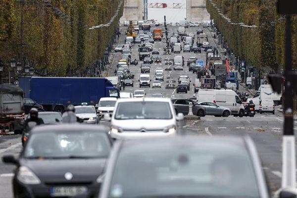 Les Champs-Elysées font partie des boulevards qui ne sont pas concernés par la limitation à 30 km/h
