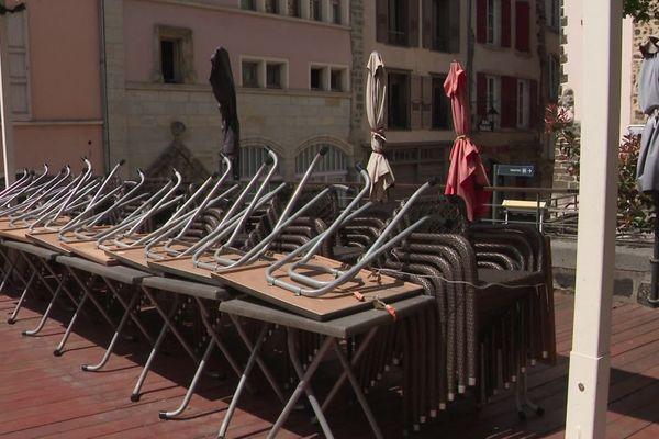 Au Puy-en-Velay, les restaurateurs préparent l'ouverture des établissements et ont de nombreuses interrogations en tête.