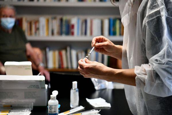 Dans les deux ehpad concernés par les clusters, en Haute-Garonne et dans le Lot, la campagne de vaccination avait été intensive et une grosse majorité des résidents était vaccinée.