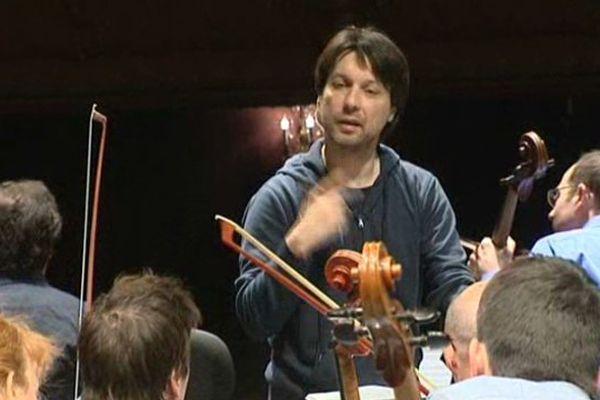 Roberto Fores Veses vient d'être reconduit dans ses fonctions pour 3 ans à la direction de l'Orchestre d'Auvergne.