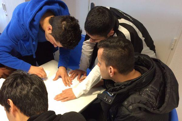 Les 19 jeunes à qui les autorités britanniques ont refusé l'accès du pays, ont décidé de faire un recours