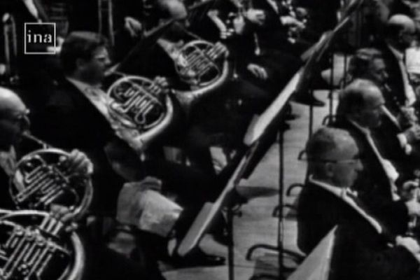 1965. Seiji Osawa dirige l'orchestre philharmonique de l'ORTF