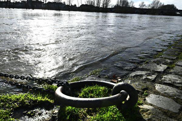 La Loire en crue, une cellule de crise a été mise en place à la préfecture de Maine-et-Loire