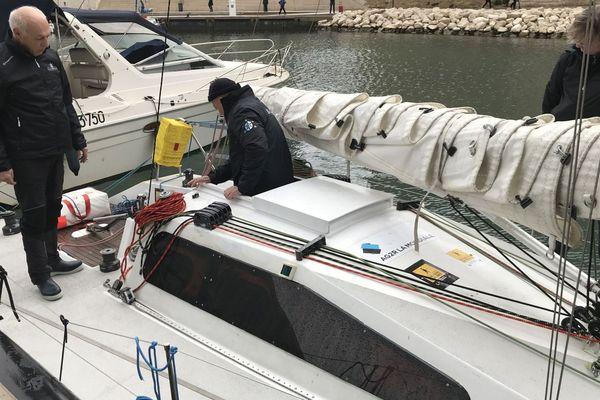 17/02/2020. Derniers préparatifs à bord de Timoun, pour un équipage handi-valide qui espèrerelier Marseille à Carthage en Tunisie, soit 848 km en Méditerranée.
