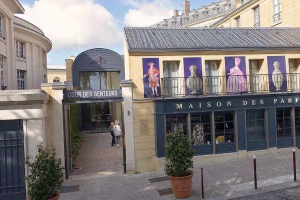 Située à quelques mètres de l'entrée du château de Versailles, elle est boudée par les touristes