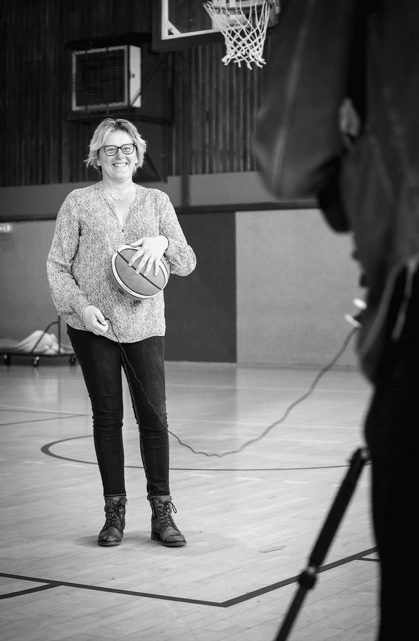Un gymnase vide pour la directrice du club de basket / © Nora Khalloul