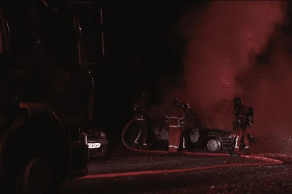 Au moins quatre voitures ont été incendiées dans la nuit de samedi à dimanche à la Bastide.