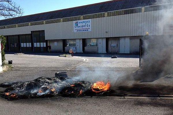 Perpignan - les conducteurs de bus en grève ont bloqué le dépôt de la compagnie - 26 mars 2015.